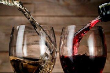 אז מה תשתו? אדום או לבן? על רוזציאה, עור אדמומי ושתיית יין